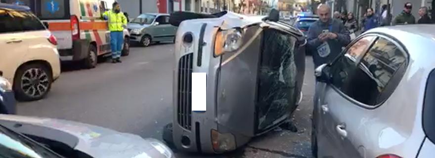 afragola auto capovolta
